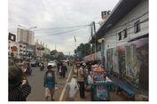 PKL Okupasi Trotoar Depan Proyek Terminal Depok, Pejalan Kaki Takut Terserempet Motor