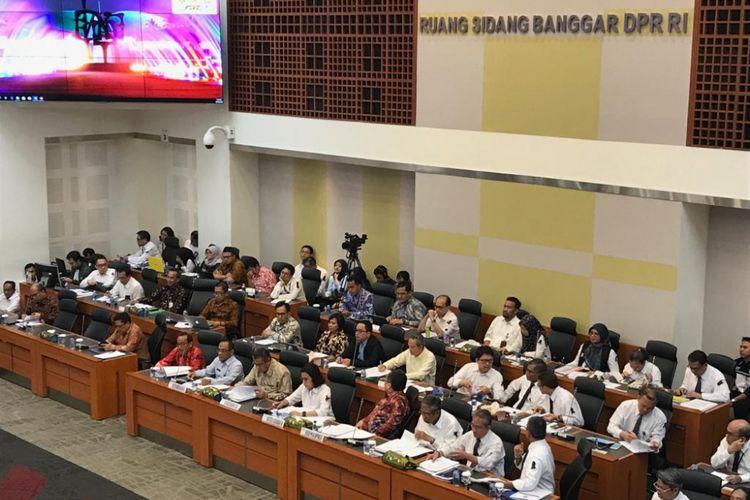 Suasana rapat pemerintah bersama Badan Anggaran DPR RI di gedung Nusantara II, DPR RI, Selasa (30/10/2018). Dalam rapat ini, pemerintah bersama Banggar menyepakati RUU APBN 2019 untuk dibawa ke rapat paripurna hari Selasa (30/10/2018).