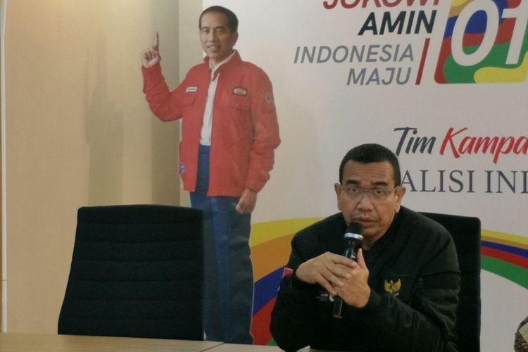 Juru bicara Tim Kampanye Nasional (TKN) Jokowi-Marud, Arya Sinulingga, ketika memberikan keterangan pers di Posko Cemara, Kamis (21/2/2019).