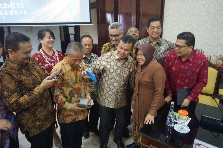 Wali Kota Surabaya, Tri Rismaharini, menerima kunjungan 14 Dubes dan Konjen RI di ruang sidang wali kota, Balai Kota Surabaya, Rabu (30/1/2019).