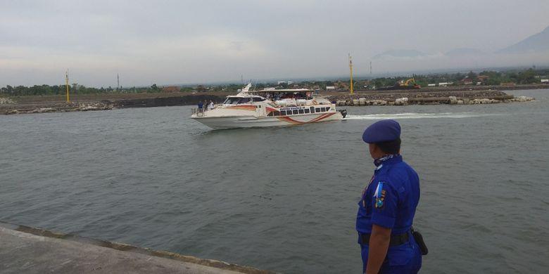 Kapal Marina Srikandi melayani penyeberangan dengan kapal cepat dari Banyuwangi, Denpasar, Bali dan Lombok