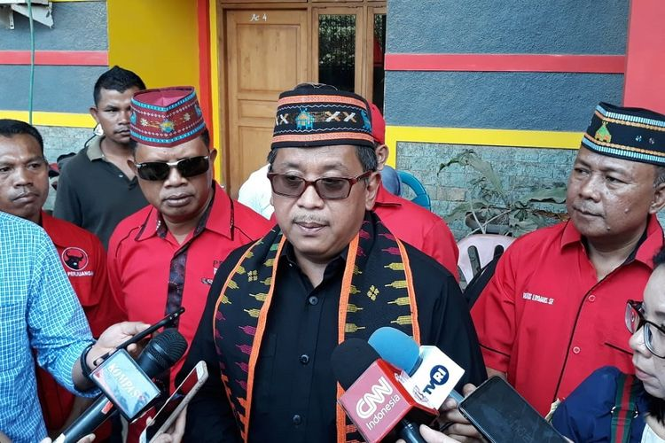 Sekjen PDI Perjuangan Hasto Kristiyanto di Labuan Bajo, NTT, Selasa (10/4/2019).
