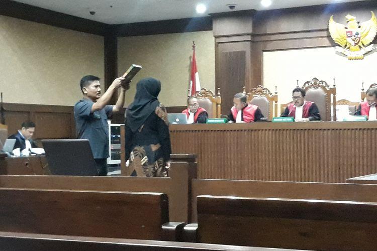 Mantan Wakil Ketua Komisi VII DPR, Eni Maulani Saragih bersaksi di Pengadilan Tipikor Jakarta, Selasa (29/1/2019).