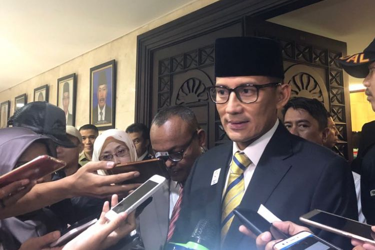 Wakil Gubernur DKI Jakarta Sandiaga Uno usai sidang paripurna di Gedung DPRD DKI Jakarta, Jalan Kebon Sirih, Senin (2/7/2018).