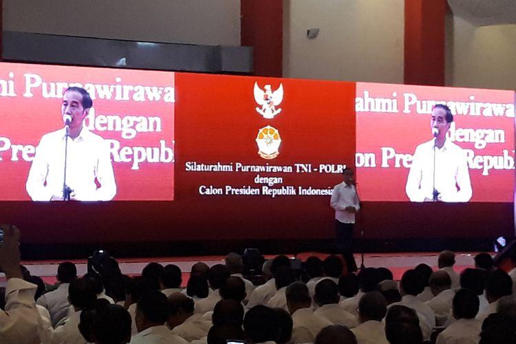 Capres nomor urut 01 Joko Widodo dalam acara silaturahim dan deklarasi dukungan purnawirawan TNI-Polri di Hall C1 JIExpo Kemayoran, Jakarta, Minggu (10/2/2019).