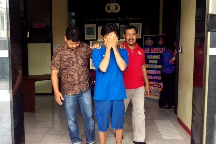 Pelaku pelecehan ibu-ibu mendekam di penjara Polrestabes Surabaya Jumat (21/9/2018)