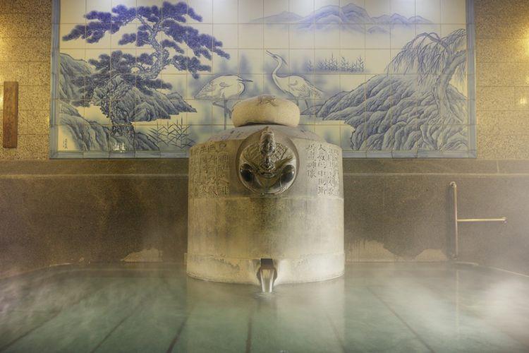 Salah satu ruangan untuk berendam air panas di Dogo Onsen di Kota Matsuyama, Prefektur Ehime, Jepang.