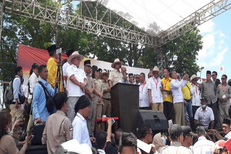 Calon presiden nomor urut 02 Prabowo Subianto saat berorasi politik di kampanye terbuka perdana di Lapangan Ternate Baru, Kecamatan Singkil, Manado, Sulawesi Utara, Minggu (24/3/2019).