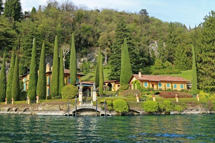 Salah satu villa di tepi Danau Como, Italia Utara