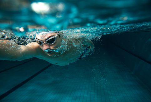 Apakah Berenang Bisa Mengobati Sakit Punggung?