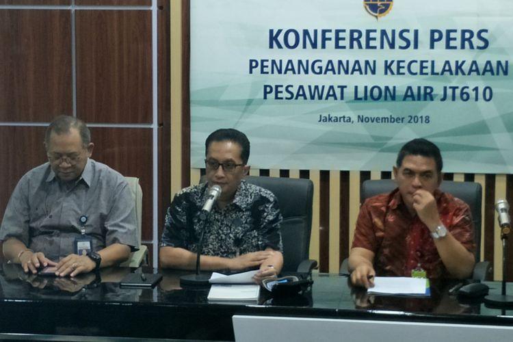 Plt Dirjen Perhubungan Udara Mohamad Pramintohadi Sukarno saat memberikan keterangan di gedung Kementerian Perhubungan, Jakarta Pusat, Sabtu (3/11/2018).