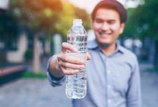 Bagaimana Aturan Minum Air Selama Puasa?