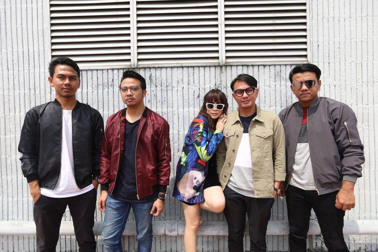 Grup band Geisha berpose usai wawancara di Kantor Kompas Gramedia, Palmerah Selatan, Jakarta (20/5/2017). Geisha berbagi cerita tentang single pertama mereka dengan judul Cinta Itu Kamu dari album terbarunya.