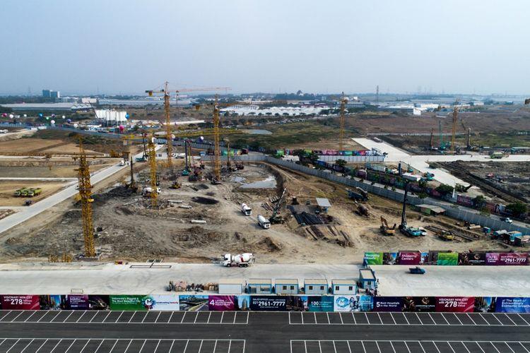 Foto udara proyek kawasan Kota Baru Meikarta, Cikarang, Bekasi, Jawa Barat, Senin (4/9/2017). Pada tahap pertama, akan dibangun 200 ribu unit apartemen yang siap huni pada akhir tahun 2018.
