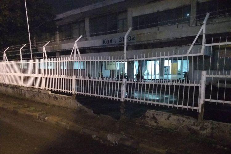 Pagar tembok nyaris jebol kena baton LRT di MT Haryono
