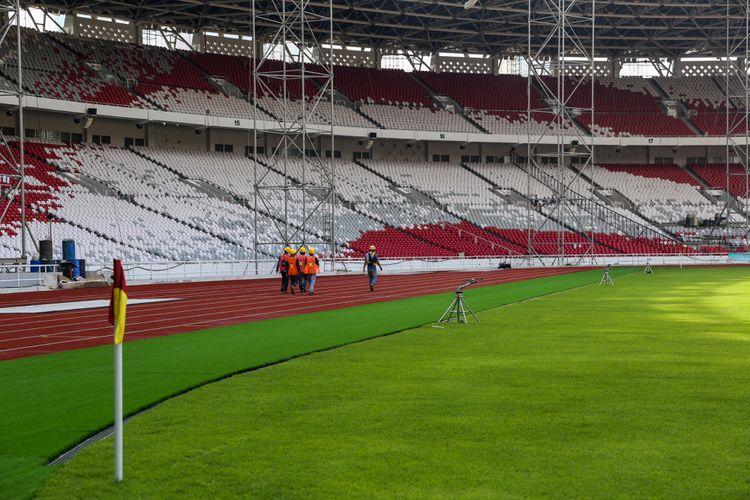 Progres pembangunan renovasi Stadion Utama Gelora Bung Karno untuk Asian Games 2018 di Kompleks Gelora Bung Karno (GBK), Senayan, Jakarta Pusat, Kamis (23/11/2017). Mengutip data Kementerian Pekerjaan Umum dan Perumahan Rakyat (PUPR), hingga kini progres pembangunan secara keseluruhan telah mencapai 87,27 persen dan ditargetkan selesai bertahap hingga Desember 2017.