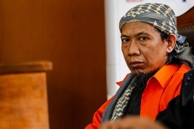 Terdakwa Aman Abdurrahman alias Oman menjalani sidang keterangan saksi di PN Jakarta Selatan, Jakarta, Jumat (23/2/2018). Aman Abdurrahman didakwa sebagai salah satu orang yang terlibat dalam teror bom di Jalan MH Thamrin, dan yang merencanakan atau menggerakkan orang lain untuk melakukan tindak pidana terorisme.
