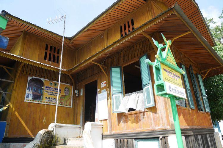 Hasil gambar untuk rumah tenun kampung bandar