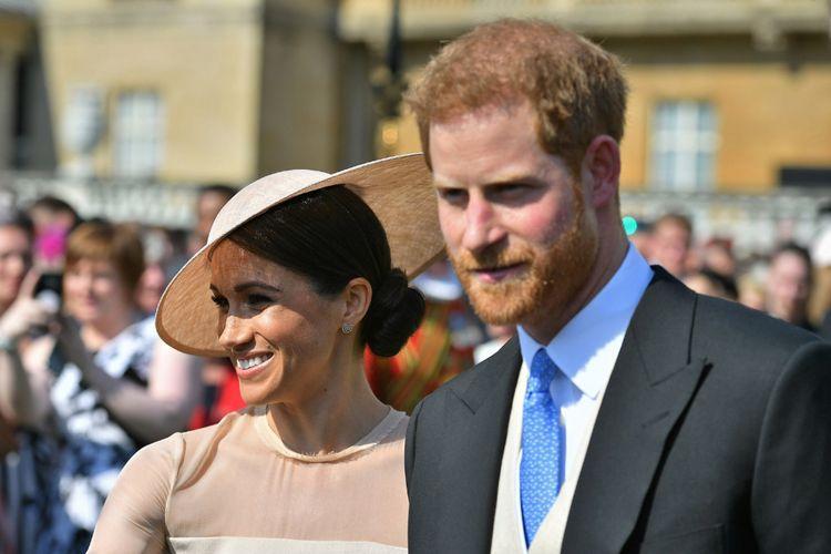 Pangeran Harry, Duke of Sussex (R), dan istrinya, Meghan, Duchess of Sussex, saat menghadiri ulang tahun ke 70 Prince of Wales  di Buckingham Palace, London 22 Mei 2018. AFP PHOTO / POOL / Dominic Lipinski