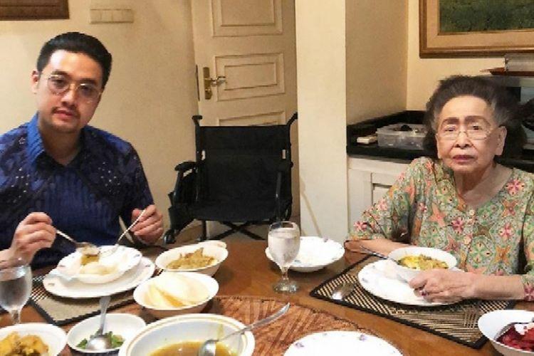 Dalam akun instagram pribadinya, Richard sempat memasang foto kebersamaannya dengan Kartini Muljadi