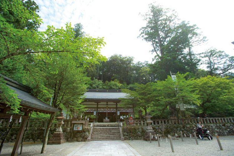 Kuil utama yang berdiri di balik kuil pemujaan