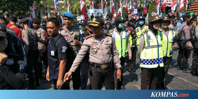 TMPI Bubarkan Deklarasi Ganti Presiden di Surabaya, Polwan Dicakar Emak-emak - Kompas.com