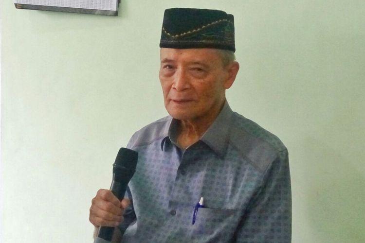Buya Syafii Maarif saat menemui wartawan usai Shalat Jumat