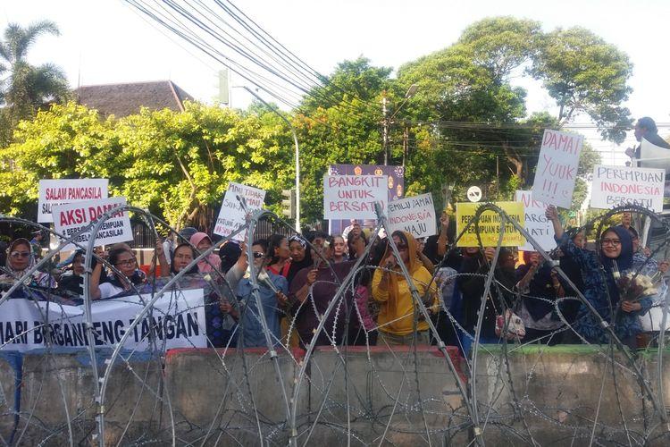 Aksi damai di dekat kantor KPU, Menteng, Jakarta Pusat, Rabu (22/5/2019).