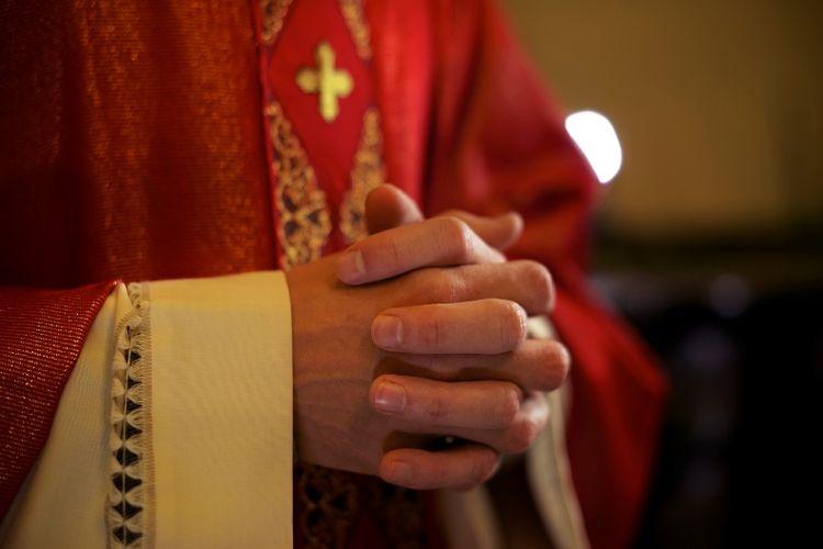 Ilustrasi Pastor Katolik.