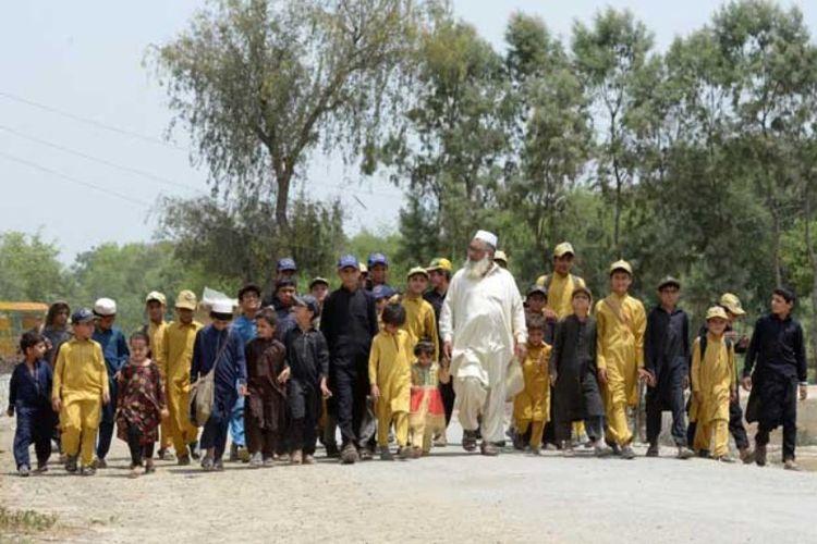 kisah gulzar khan pria pakistan beristri tiga dan beranak 36 orang