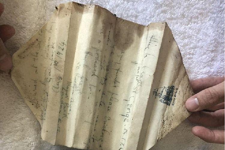 Inilah surat berusia 94 tahun yang dihanyutkan Hugh Craggs, seorang pria asal London, yang tengah mengikuti ekspedisi ilmiah di berbagai tempat di dunia.(Daily Mail/Reddit)