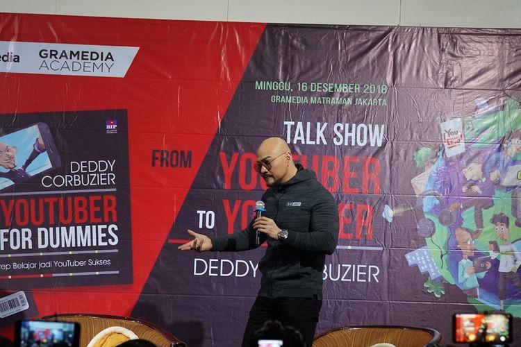 Deddy Corbuzier memberikan berbagai tips menjadi Youtuber sukses di Function Hall, Gramedia Matraman, Jakarta, Minggu (16/12/2018).