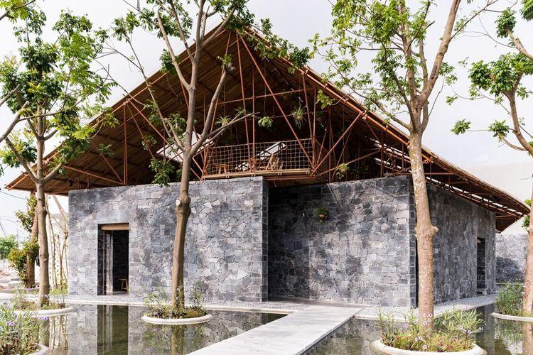 Bangunan ini menawarkan ruang terbuka untuk komunitas setempat, yang berfokus pada kegiatan seni dan budaya.