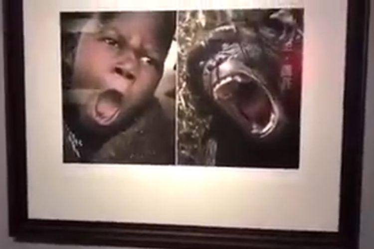 Salah satunya adalah gambar yang menunjukkan anak Afrika dengan mulut terbuka,  disandingkan dengan foto seekor monyet berpose sama.