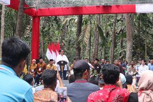 Ketika Jokowi Terdiam Saat Dengar Petani Ingin Tanam Sawit Lagi