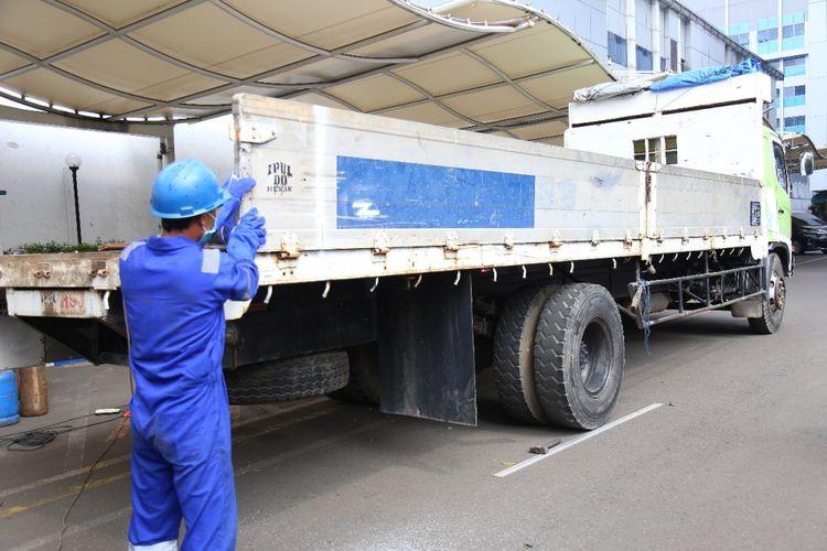 Kementerian Perhubungan tengah menyiapkan sistem berbasis teknologi di jembatan timbang untuk mengawasi angkutan barang yang kelebihan muatan.