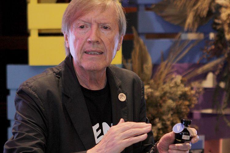 Roger Schmid menjelaskan soal produk Scents of Life, rangkaian wewangian yang bisa dikombinasikan