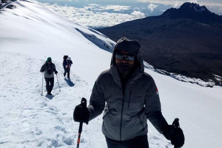 Razaq salah satu atlet dari Mafesripala Unsri berhasil menaklukkan puncak Kilimanjaro