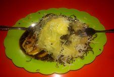 Santap Pisang Epe di Tepi Pantai Losari, Ada Pilihan Topping Durian