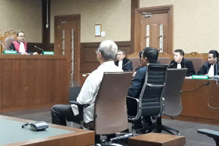 Tiga anggota DPRD Sumatera Utara, Helmiati, Muslim Simbolon dan Sonny Firdaus duduk di kursi terdakwa di Pengadilan Tipikor Jakarta, Rabu (28/11/2018).