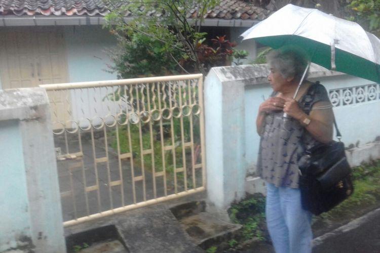 Yvone saat tiba di rumah masa kecilnya di Kampung Boton Kota Magelang, belum lama ini.