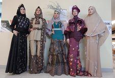 London Fashion Week, 5 Desainer Busana Muslim Bawa Kain Tradisional
