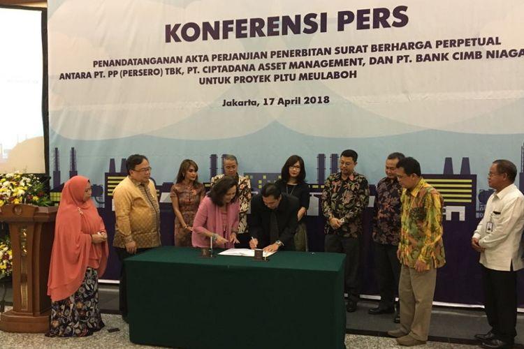 Suasana Penandatanganan Akta Perjanjian Surat Berharga Perpetual antara PT PP (Persero) Tbk dengan Ciptadana Asset Management di kantor Bappenas, Jakarta Pusat, Rabu (17/4/2018).