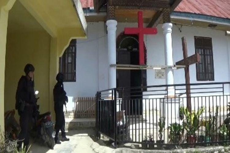 Brimob dan Polres amankan 654 gereja di Mamasa pasca insiden bom Surabaya, Minggu (13/5/2018)