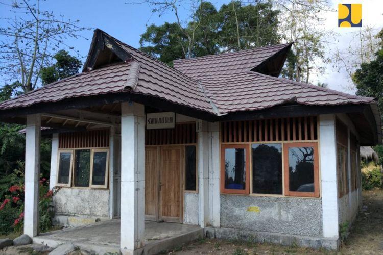 Rumah tahan gempa yang dibangun dengan teknologi Risha di Desa Karang Bajo, Kecamatan Bayan, Lombok Utara. Rumah yang telah dibangun sejak 10 tahun yang lalu ini tetap berdiri kokoh saat gempa bermagnitudo 7 mengguncang wilayah tersebut beberapa waktu lalu.