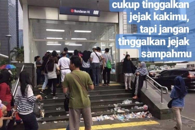 Stasiun Moda Raya Terpadu (MRT) Bundaran Hotel Indonesia (HI), Minggu (31/3/2019) nampak kotor dengan sampah.