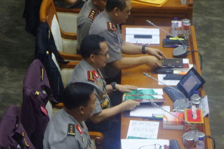 Kapolri Jenderal Pol Tito Karnavian dalam rapat kerja bersama Komisi III DPR di Kompleks Parlemen, Senayan, Jakarta, Kamis (12/10/2017).