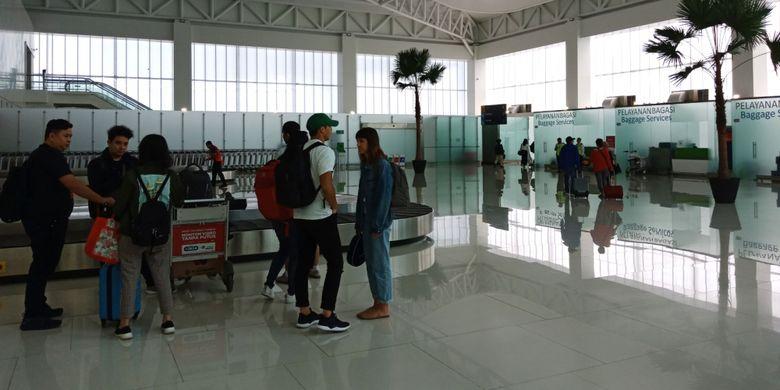 Pengambilan bagasi di terminal baru Bandara Ahmad Yani, Semarang, Kamis (19/7/2018).