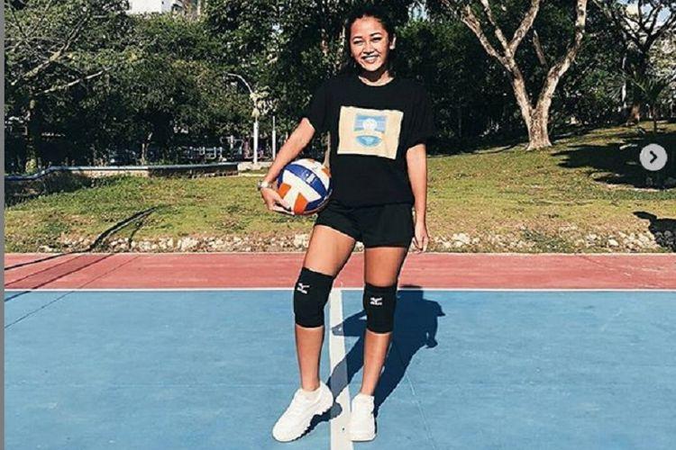 Penyanyi dangdut Mutia Ayu membagikan fotonya usai bermain voli.