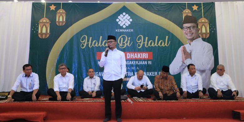 Menteri Ketenagakerjaan M Hanif Dhakiri saat halalbihalal dengan pegawai Kemnaker di Jakarta, Senin (10/6/2019).